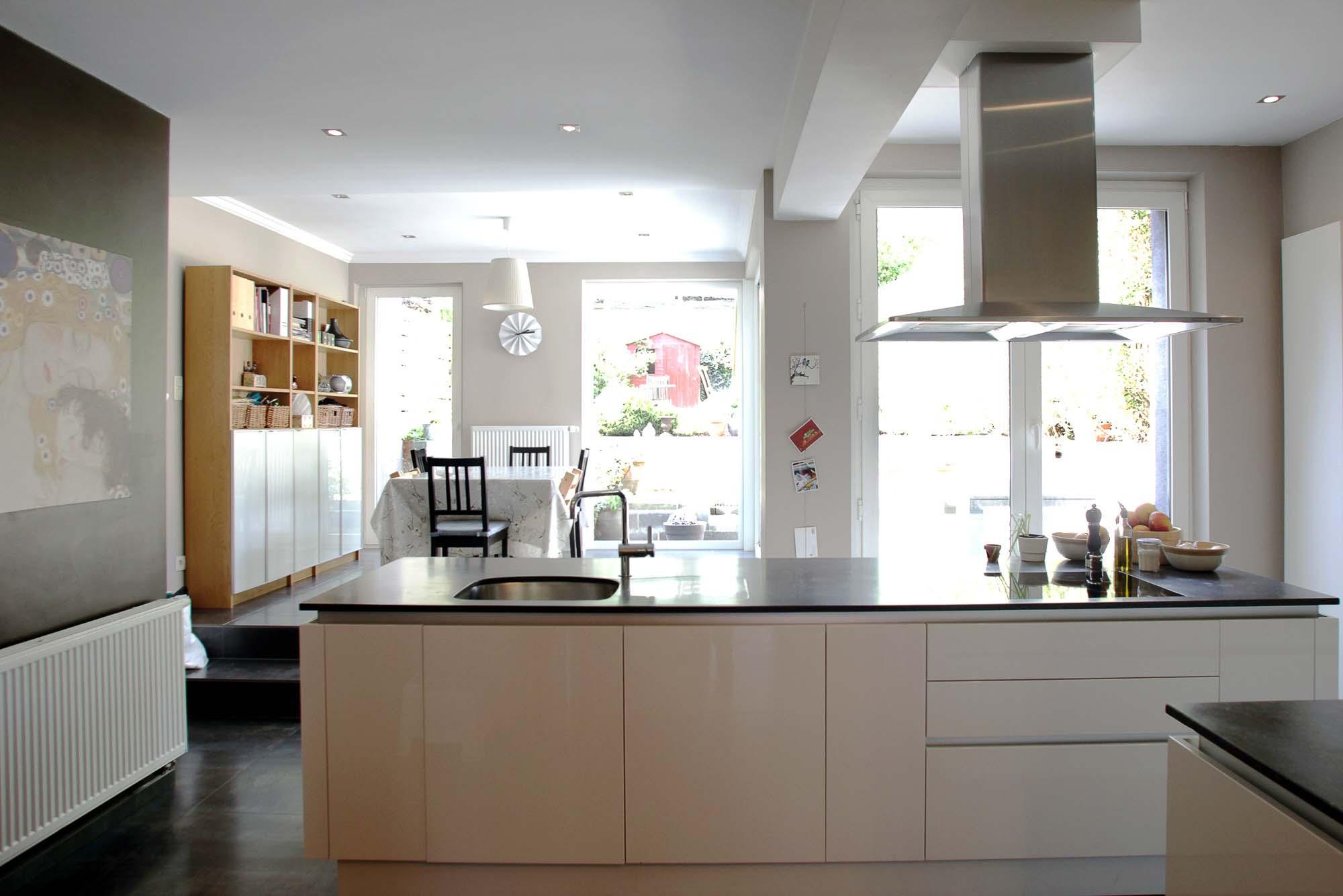 merni. Black Bedroom Furniture Sets. Home Design Ideas
